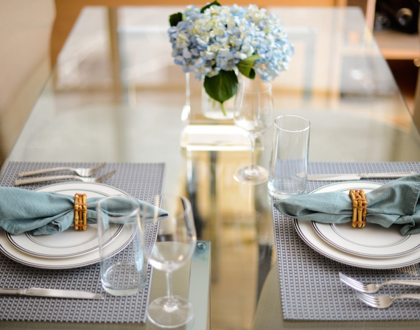 Blue tablesetting idea by Fashionable Hostess