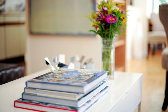 Use coffee table books as decor fashionable hostess for Coffee table book ideas
