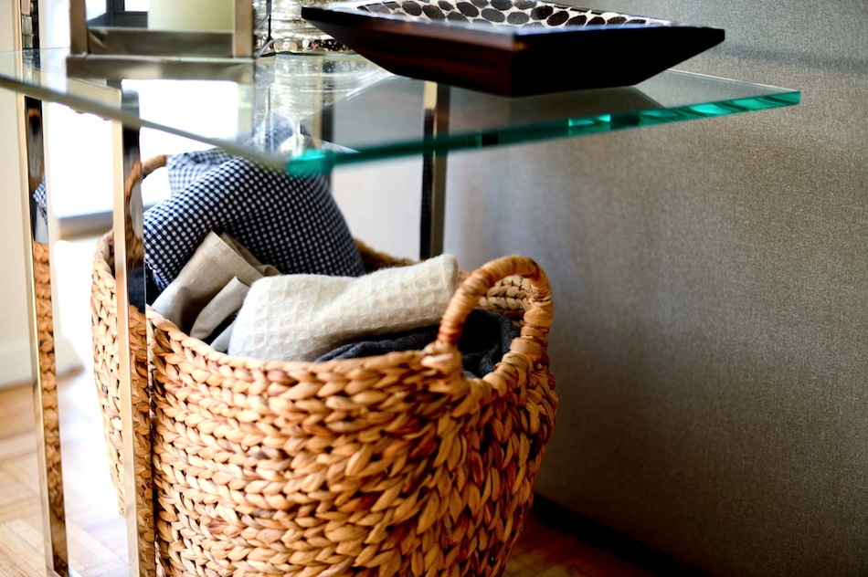 Organize your blankets  // FashionableHostess.com