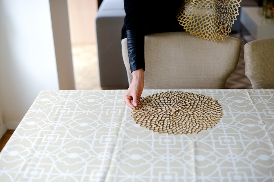 Chilewich Pressed Dahlia Placemat // FashionableHostess.com