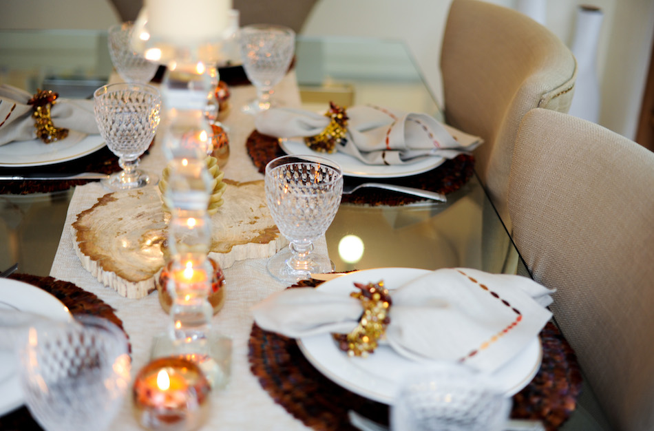 Candlelit dinner // FashionableHostess.com