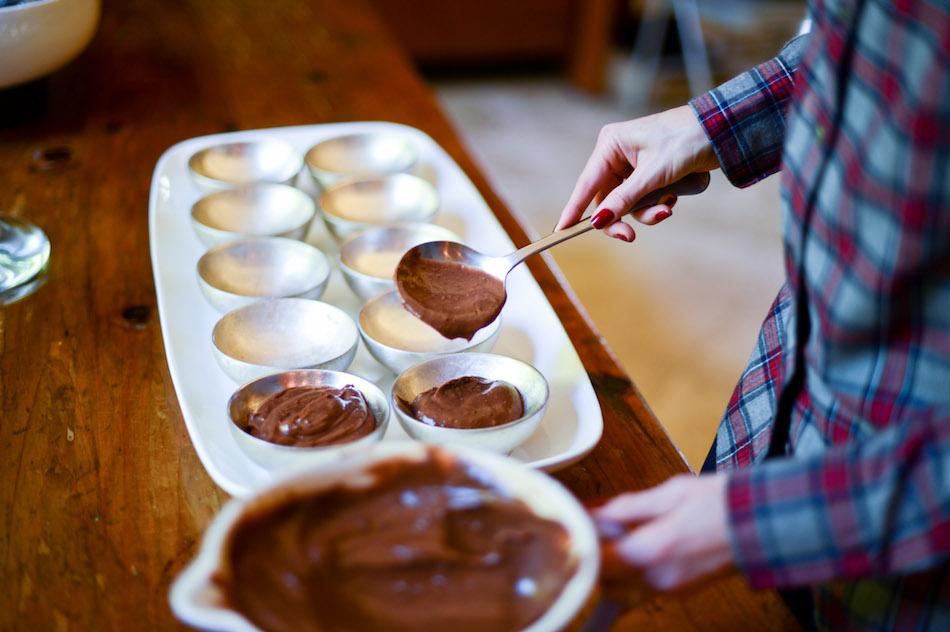 Making Dirt Pudding Cup // FashionableHostess.com