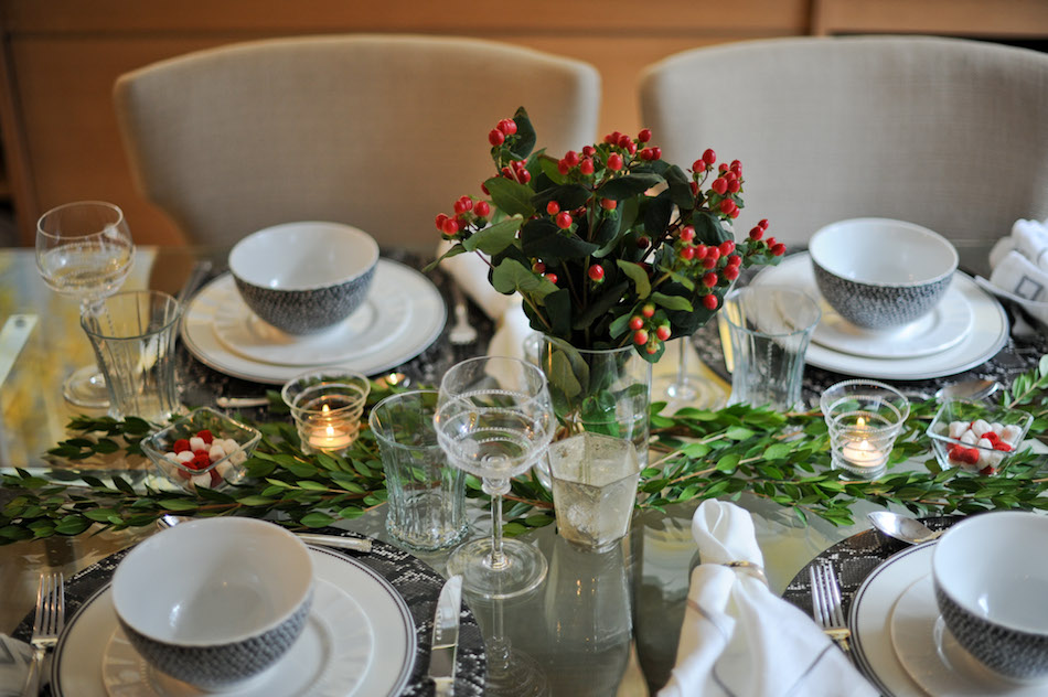 Table Details - Holiday Hostess