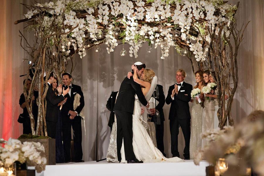 Amanda Saiontz Gluck + Daniel Gluck Wedding Kiss