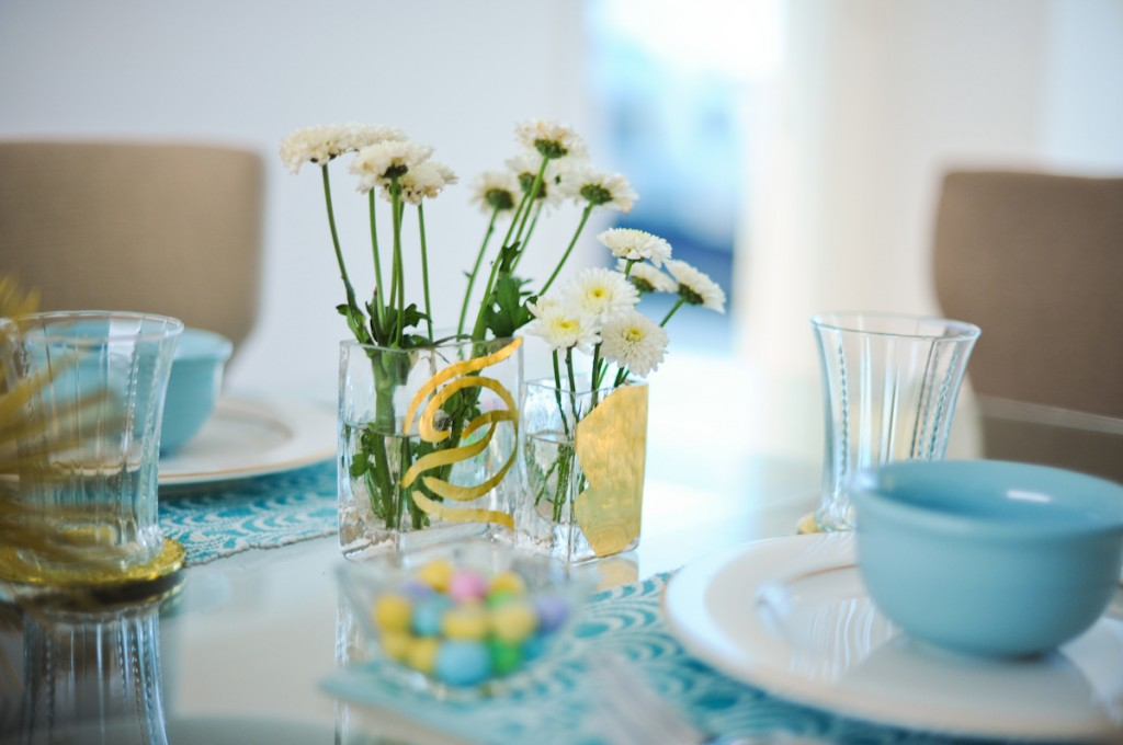 Daisies, Spring Flowers, Spring Vases, inexpensive flowers, gold vases