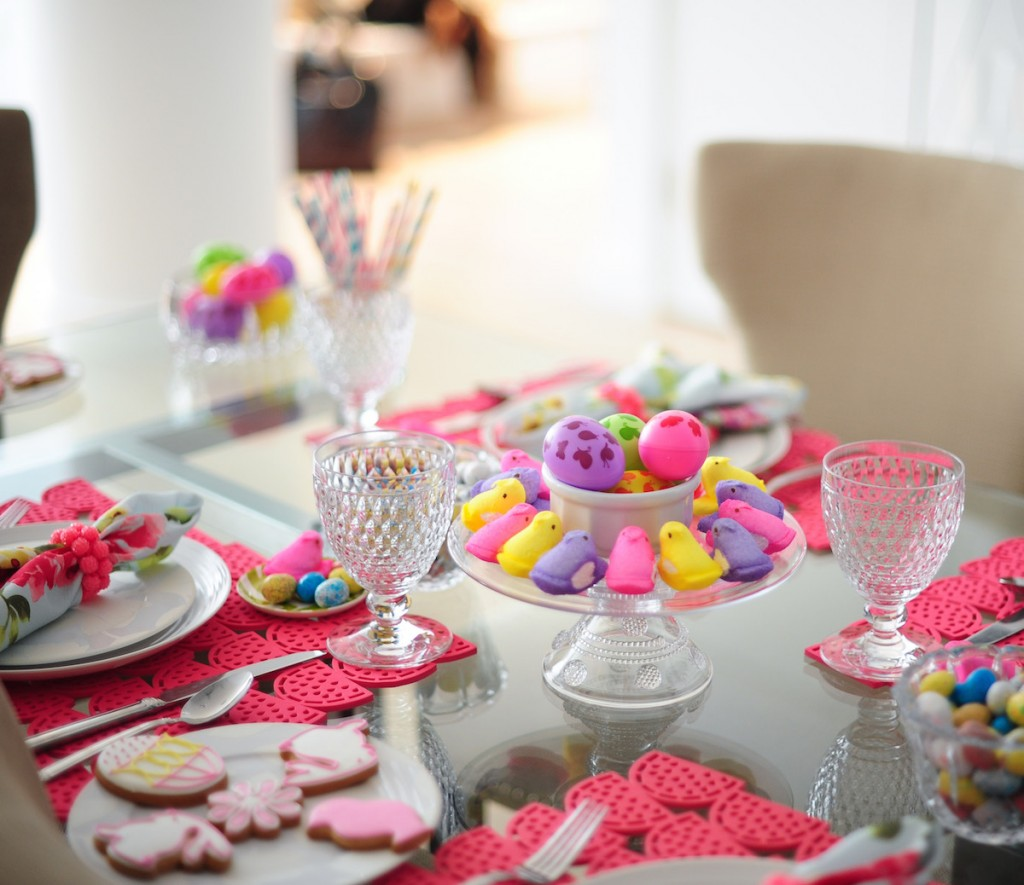 Host easter sunday lunch fashionable hostess Simple table setting for lunch