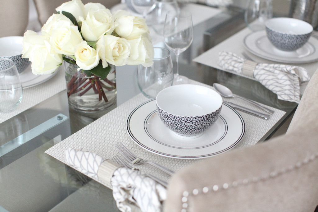 elegant and simple white rose table top