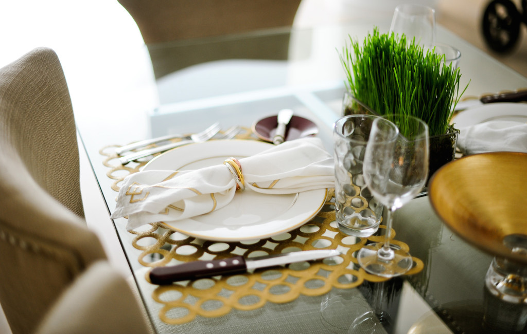 Fashionable Hostess Gold Table setting for a Fall Gold Mod Table look