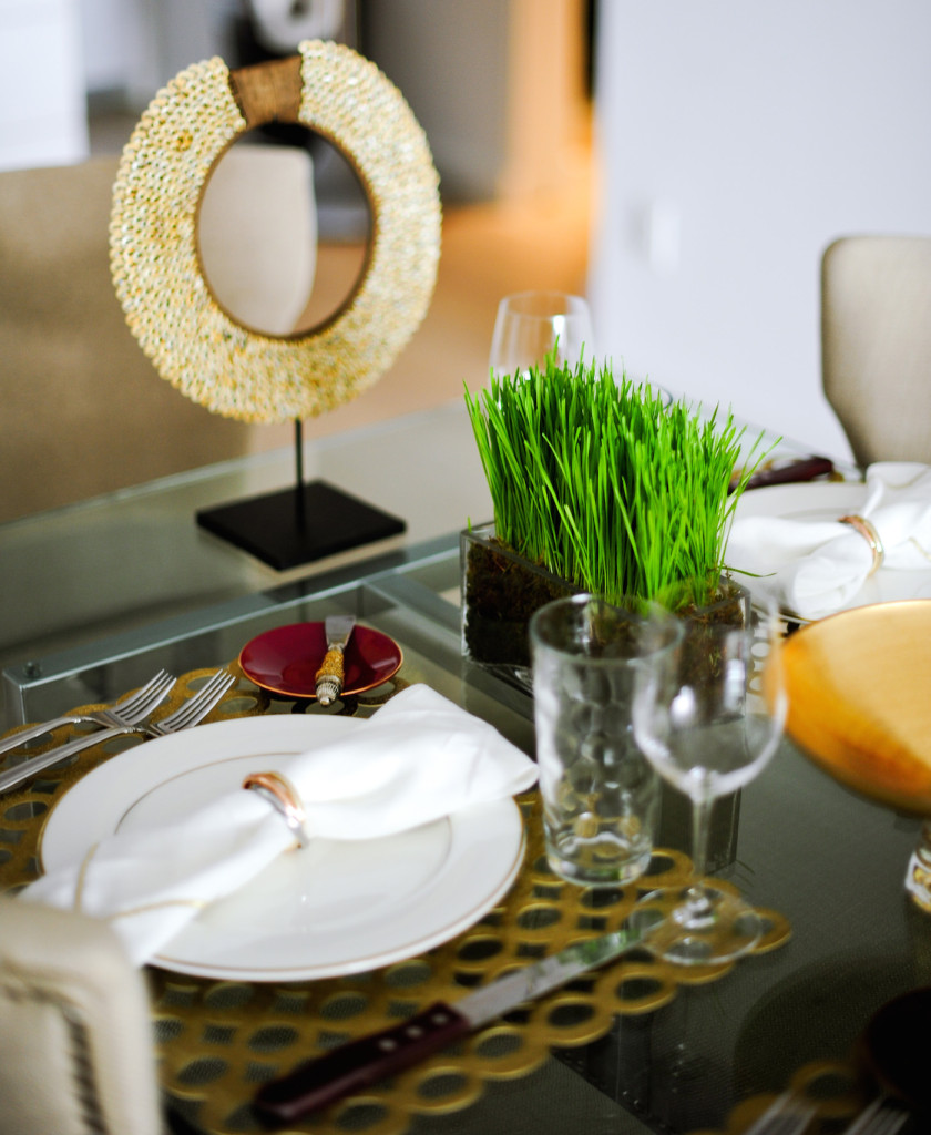 Wheat Grass Centerpieces create a nice low look for a bright Fall Mod Gold Table setting look