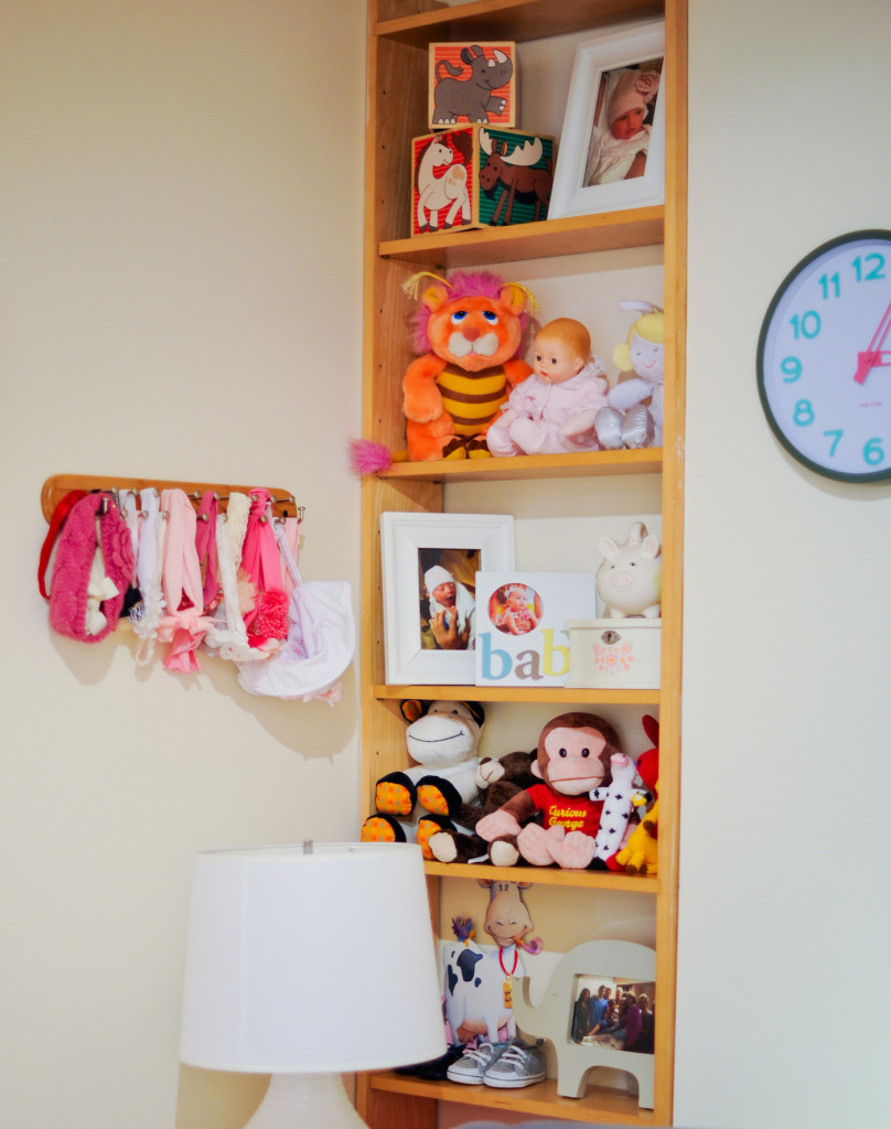 baby nursery book shelves and organziation