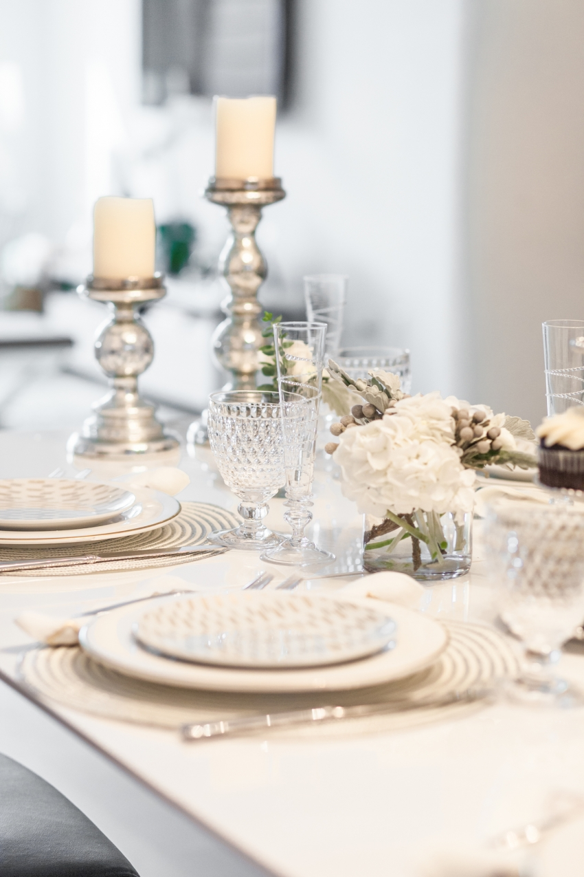 White Tabletop Display by Fashionable Hostes
