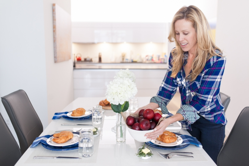 Amanda Gluck of Fashionable Hostess decorates a country style breakfast