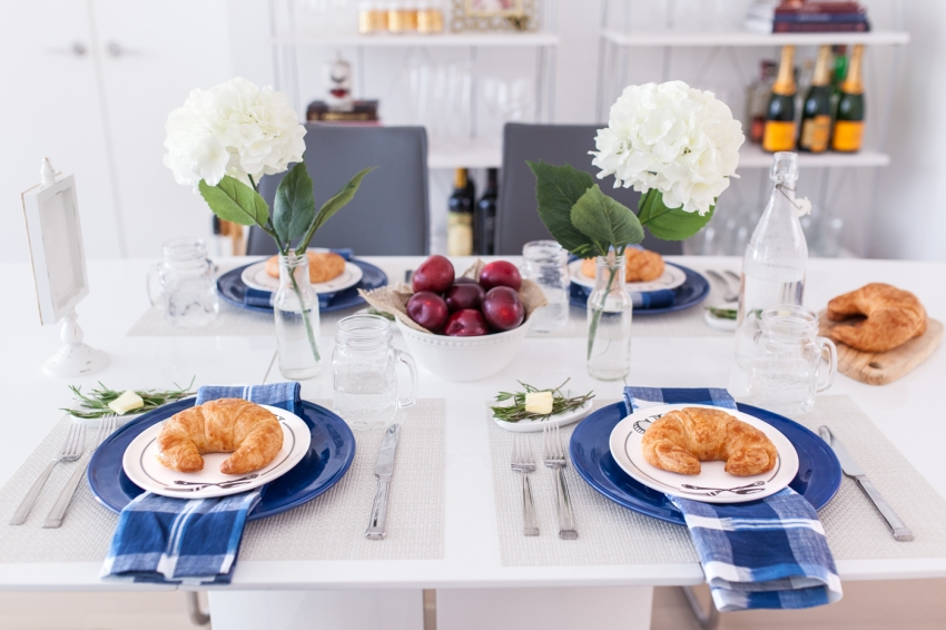 Ideas for Hosting Breakfast by Fashionble Hostess