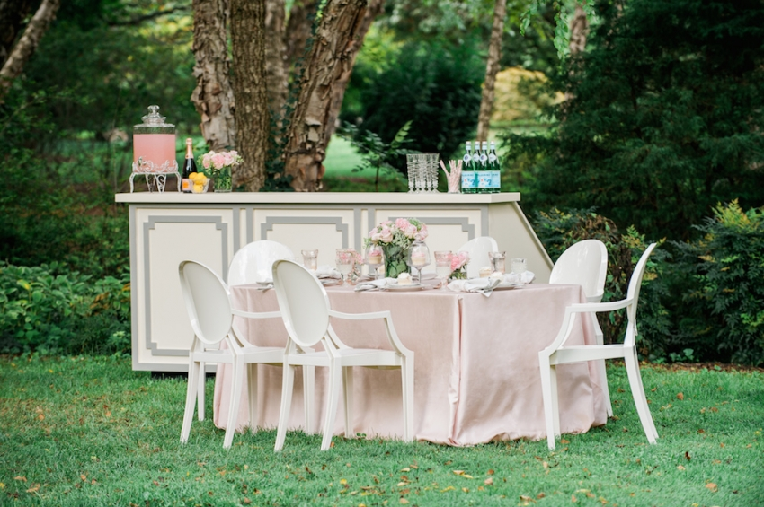Blush Wedding Tabletop with Fashionable Hostess3