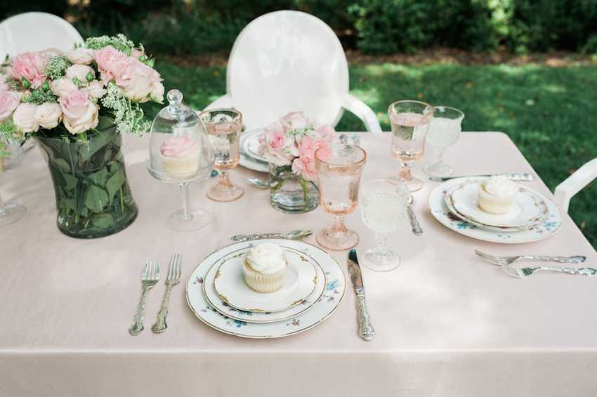 Blush Wedding Tabletop with Fashionable Hostess10