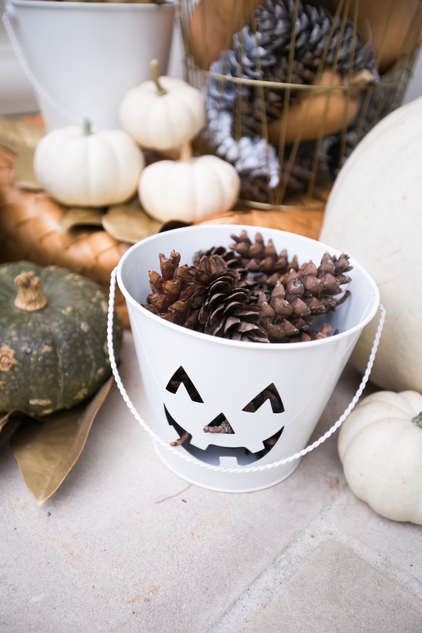 Cute Jack-o-lantern for Entry on classic southern home on Fashionable Hostess