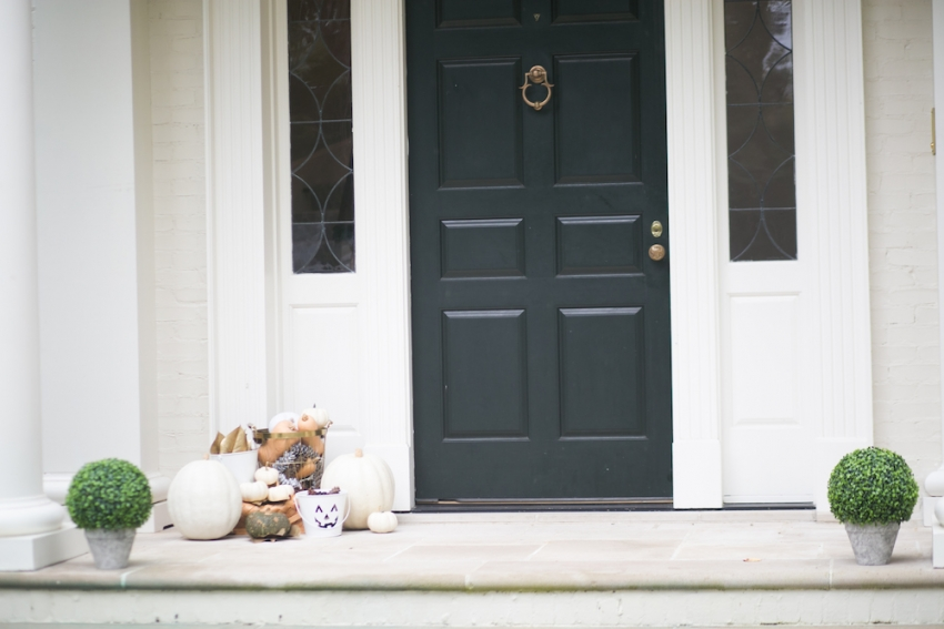 Fall Decor on Classic Southern Entry on Fashionable Hostess