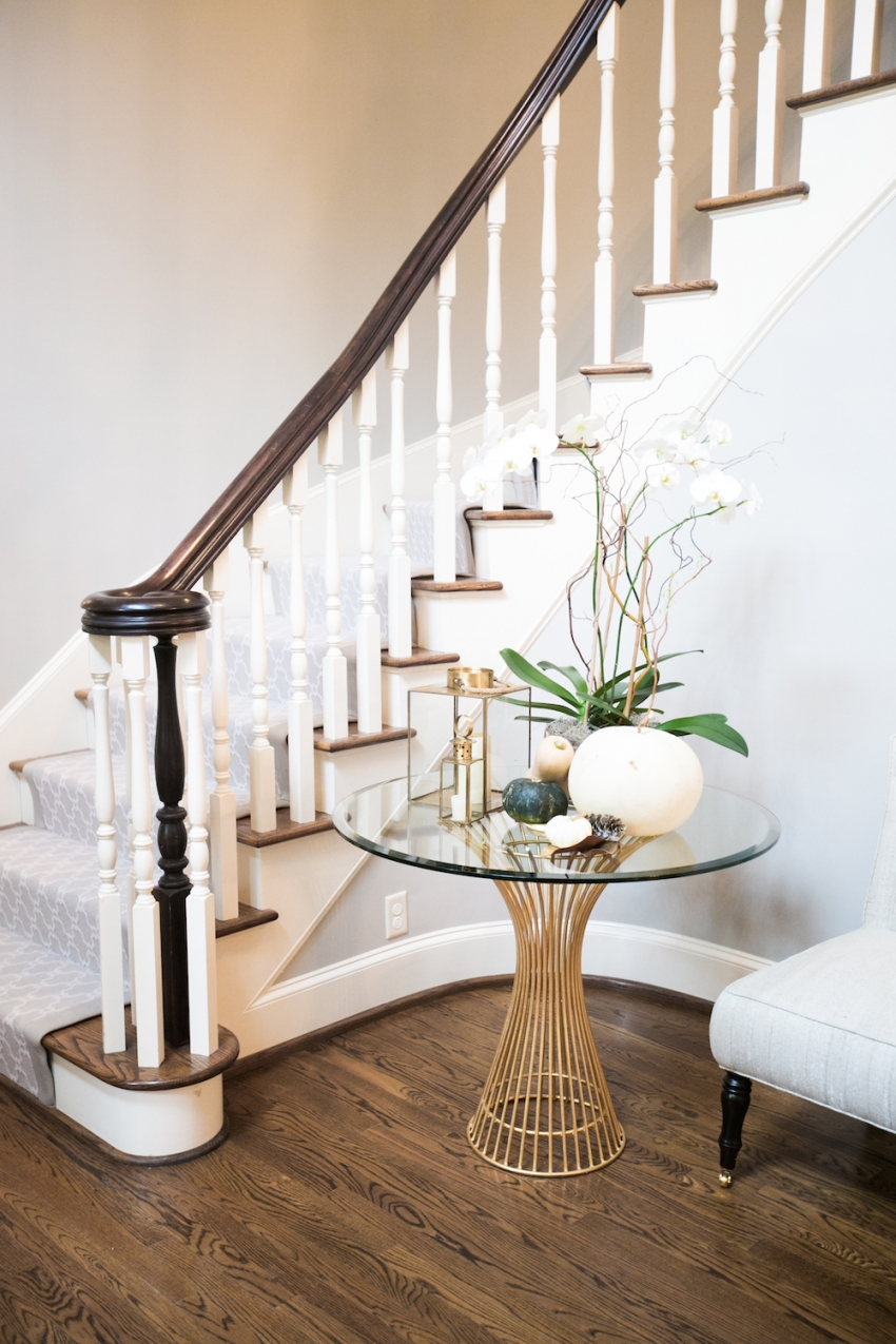Foyer Staircase Decorating : Foyer staircase decor