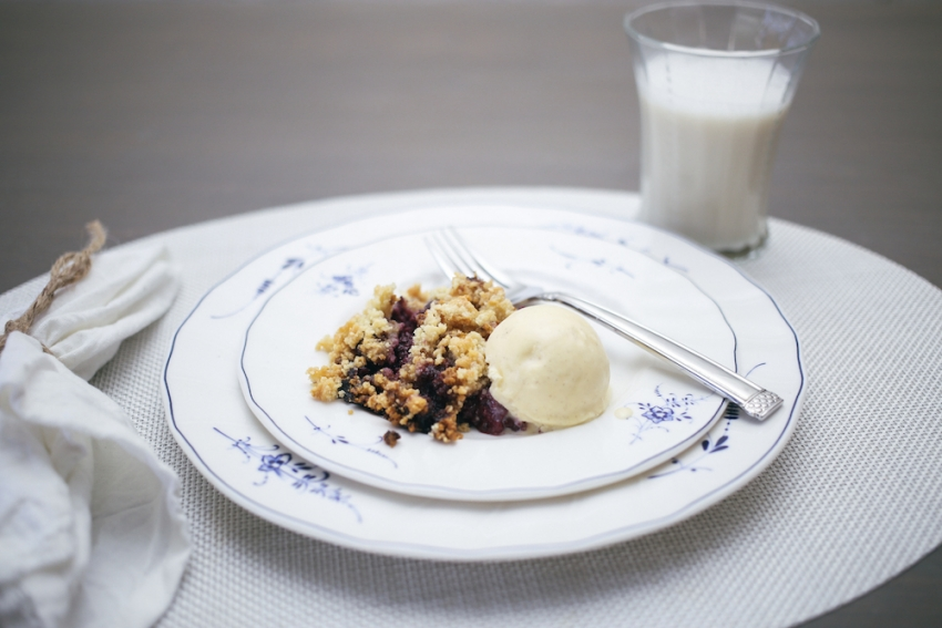 Berry Crumble on Fashionable Hostess