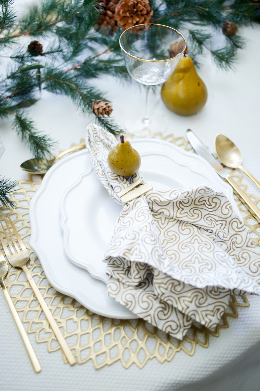 Thanksgiving TableSetting inspiration from Fashionable Hostess