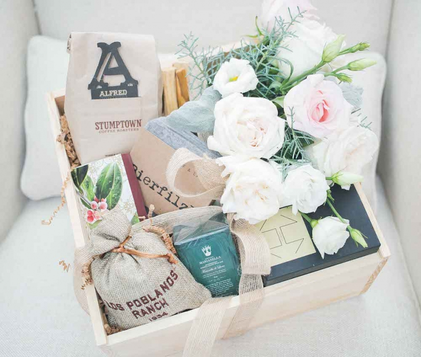 Valleybrink Road Giveaway and Fashionable Hostess Home Box
